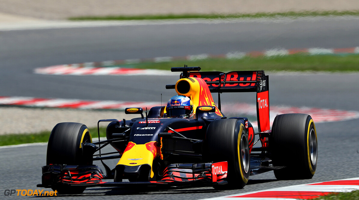 MONTMELO, SPAIN - MAY 15: Daniel Ricciardo of Australia driving the (3) Red Bull Racing Red Bull-TAG Heuer RB12 TAG Heuer on track during the Spanish Formula One Grand Prix at Circuit de Catalunya on May 15, 2016 in Montmelo, Spain.  (Photo by Mark Thompson/Getty Images) // Getty Images / Red Bull Content Pool  // P-20160515-01337 // Usage for editorial use only // Please go to www.redbullcontentpool.com for further information. //  Spanish F1 Grand Prix Mark Thompson  Spain  P-20160515-01337