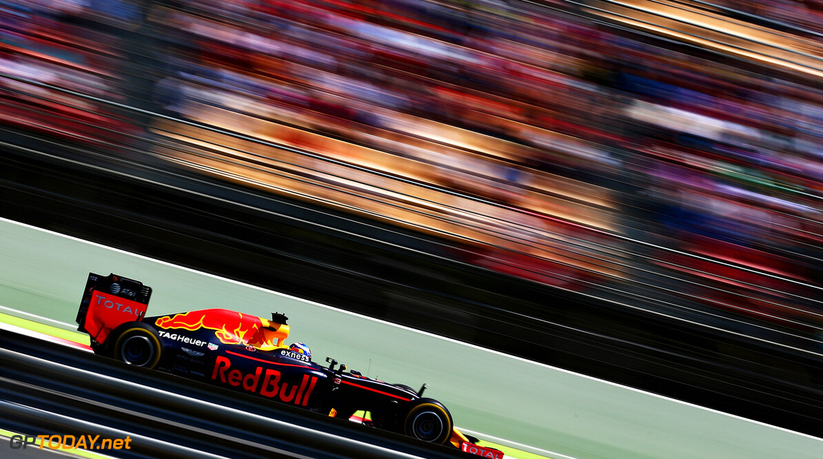 MONTMELO, SPAIN - MAY 15: Daniel Ricciardo of Australia driving the (3) Red Bull Racing Red Bull-TAG Heuer RB12 TAG Heuer on track during the Spanish Formula One Grand Prix at Circuit de Catalunya on May 15, 2016 in Montmelo, Spain.  (Photo by Dan Istitene/Getty Images) // Getty Images / Red Bull Content Pool  // P-20160515-00576 // Usage for editorial use only // Please go to www.redbullcontentpool.com for further information. //  Spanish F1 Grand Prix Dan Istitene  Spain  P-20160515-00576