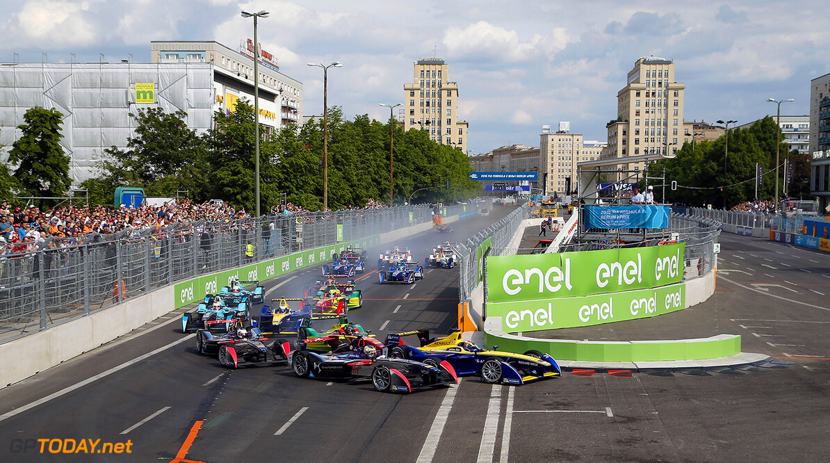 The Race.  Berlin e-Prix, Alexanderplatz, Germany, Europe. Saturday 21 May 2016 Photo: Adam Warner / LAT / FE ref: Digital Image _L5R0401   Adam Warner
