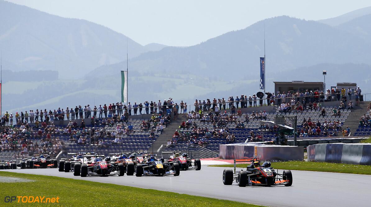 FIA Formula 3 European Championship, round 4, race 3, Red Bull R Start of the race, 6 Callum Ilott (GBR, Van Amersfoort Racing, Dallara F312 - Mercedes-Benz), 10 Niko Kari (FIN, Motopark, Dallara F312 - Volkswagen), 16 Ralf Aron (EST, Prema Powerteam, Dallara F312 - Mercedes-Benz), 17 Maximilian G?nther (DEU, Prema Powerteam, Dallara F312 - Mercedes-Benz), FIA Formula 3 European Championship, round 4, race 3, Red Bull Ring (AUT), 20. - 22. May 2016 FIA Formula 3 European Championship 2016, round 4, race 3, Red Bull Ring (AUT) Thomas Suer Spielberg Austria