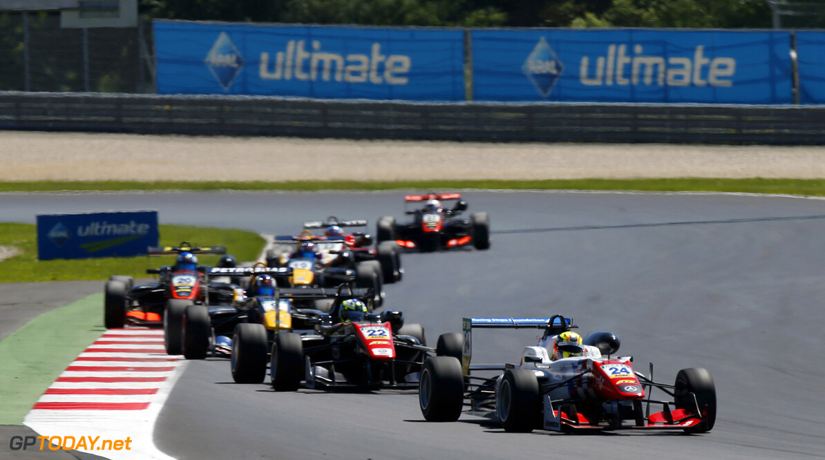 FIA Formula 3 European Championship, round 4, race 3, Red Bull R 24 Ben Barnicoat (GBR, HitechGP, Dallara F312 - Mercedes-Benz), 22 Joel Eriksson (SWE, Motopark, Dallara F312 - Volkswagen), 9 S?rgio Sette C?mara (BRA, Motopark, Dallara F312 - Volkswagen), 20 Harrison Newey (GBR, Van Amersfoort Racing, Dallara F312 - Mercedes-Benz), FIA Formula 3 European Championship, round 4, race 3, Red Bull Ring (AUT), 20. - 22. May 2016 FIA Formula 3 European Championship 2016, round 4, race 3, Red Bull Ring (AUT) Thomas Suer Spielberg Austria