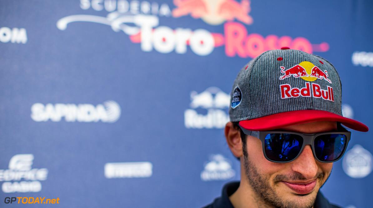Red Bull doet Carlos Sainz toezeggingen voor 2017