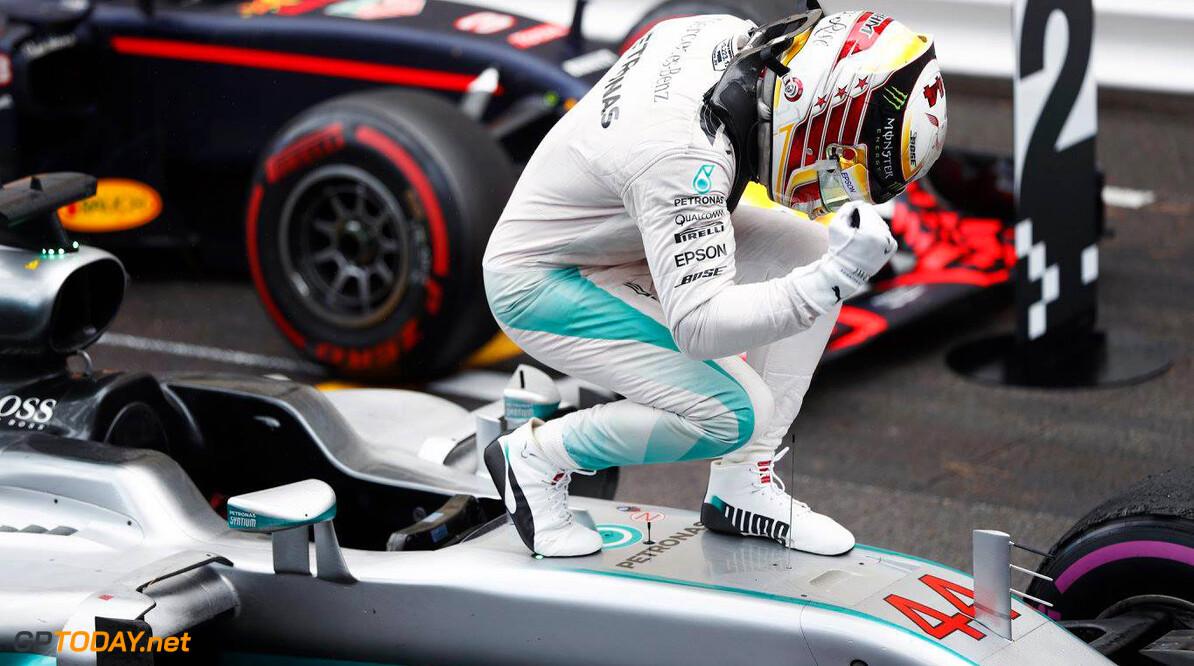Zege Hamilton zorgt voor opluchting bij Mercedes