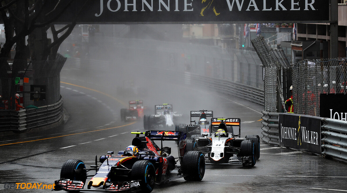 MONTE-CARLO, MONACO - MAY 29: Carlos Sainz of Spain driving the (55) Scuderia Toro Rosso STR11 Ferrari 060/5 turbo on track ahead of Sergio Perez of Mexico driving the (11) Sahara Force India F1 Team VJM09 Mercedes PU106C Hybrid turbo and Fernando Alonso of Spain driving the (14) McLaren Honda Formula 1 Team McLaren MP4-31 Honda RA616H Hybrid turbo during the Monaco Formula One Grand Prix at Circuit de Monaco on May 29, 2016 in Monte-Carlo, Monaco.  (Photo by Mark Thompson/Getty Images) // Getty Images / Red Bull Content Pool  // P-20160529-02067 // Usage for editorial use only // Please go to www.redbullcontentpool.com for further information. //  F1 Grand Prix of Monaco Mark Thompson Monte-Carlo (City) Monaco  P-20160529-02067
