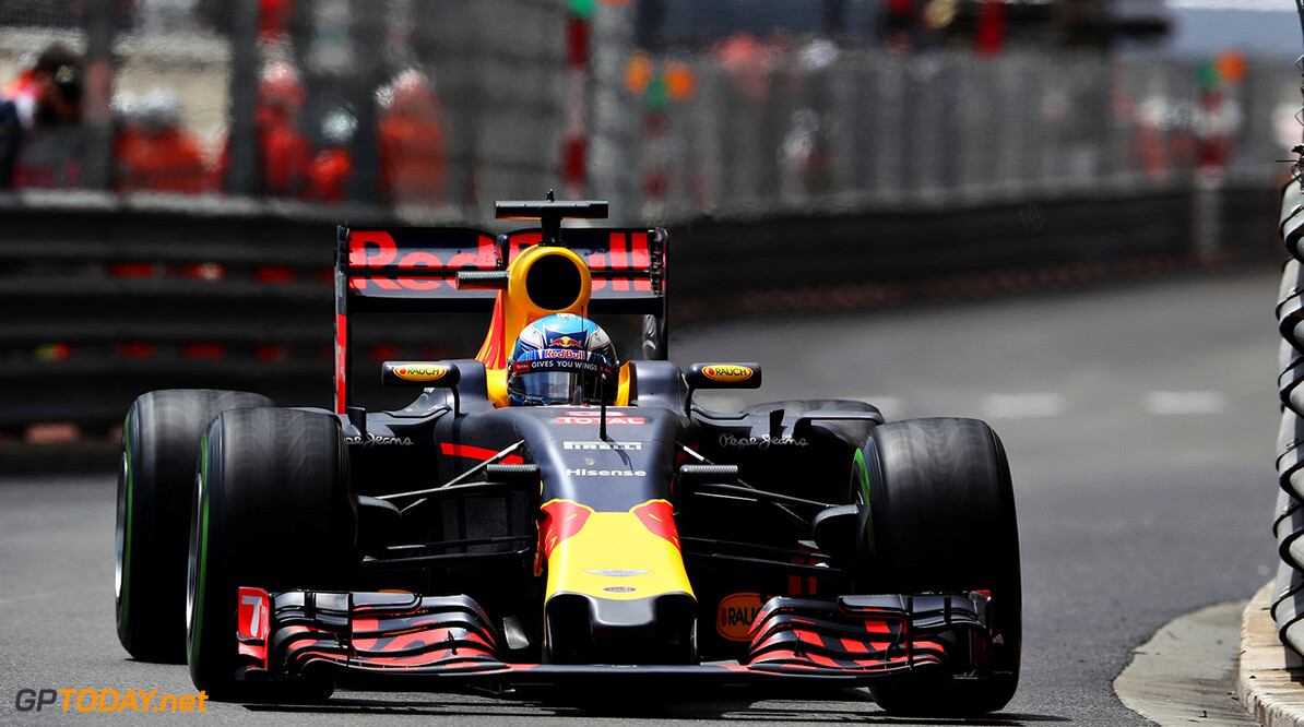 MONTE-CARLO, MONACO - MAY 29: Daniel Ricciardo of Australia driving the (3) Red Bull Racing Red Bull-TAG Heuer RB12 TAG Heuer on track during the Monaco Formula One Grand Prix at Circuit de Monaco on May 29, 2016 in Monte-Carlo, Monaco.  (Photo by Mark Thompson/Getty Images) // Getty Images / Red Bull Content Pool  // P-20160529-02058 // Usage for editorial use only // Please go to www.redbullcontentpool.com for further information. //  F1 Grand Prix of Monaco Mark Thompson Monte-Carlo (City) Monaco  P-20160529-02058