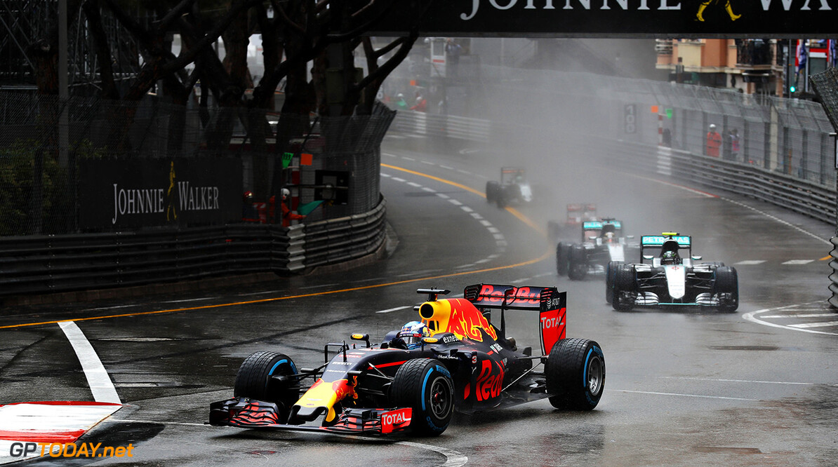 MONTE-CARLO, MONACO - MAY 29: Daniel Ricciardo of Australia driving the (3) Red Bull Racing Red Bull-TAG Heuer RB12 TAG Heuer leads Nico Rosberg of Germany driving the (6) Mercedes AMG Petronas F1 Team Mercedes F1 WO7 Mercedes PU106C Hybrid turbo and Lewis Hamilton of Great Britain driving the (44) Mercedes AMG Petronas F1 Team Mercedes F1 WO7 Mercedes PU106C Hybrid turbo on track during the Monaco Formula One Grand Prix at Circuit de Monaco on May 29, 2016 in Monte-Carlo, Monaco.  (Photo by Mark Thompson/Getty Images) // Getty Images / Red Bull Content Pool  // P-20160529-01998 // Usage for editorial use only // Please go to www.redbullcontentpool.com for further information. //  F1 Grand Prix of Monaco Mark Thompson Monte-Carlo (City) Monaco  P-20160529-01998