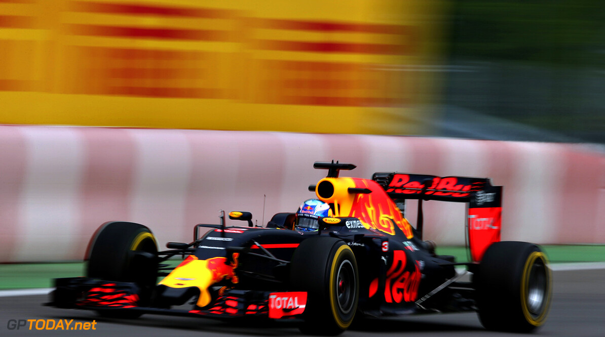 MONTREAL, QC - JUNE 10: Daniel Ricciardo of Australia driving the (3) Red Bull Racing Red Bull-TAG Heuer RB12 TAG Heuer on track during practice for the Canadian Formula One Grand Prix at Circuit Gilles Villeneuve on June 9, 2016 in Montreal, Canada.  (Photo by Charles Coates/Getty Images) // Getty Images / Red Bull Content Pool  // P-20160610-01069 // Usage for editorial use only // Please go to www.redbullcontentpool.com for further information. //  Canadian F1 Grand Prix - Practice Charles Coates Montreal (City) Canada  P-20160610-01069