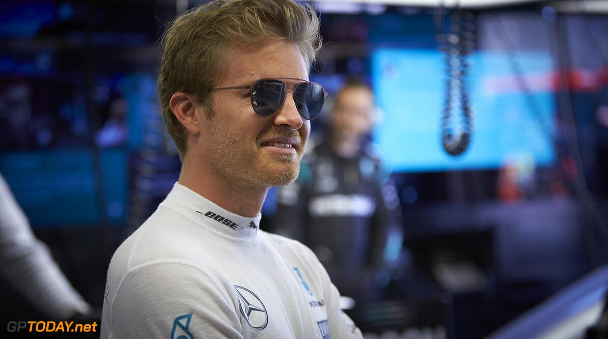 Nico Rosberg op pole na chaotische kwalificatie