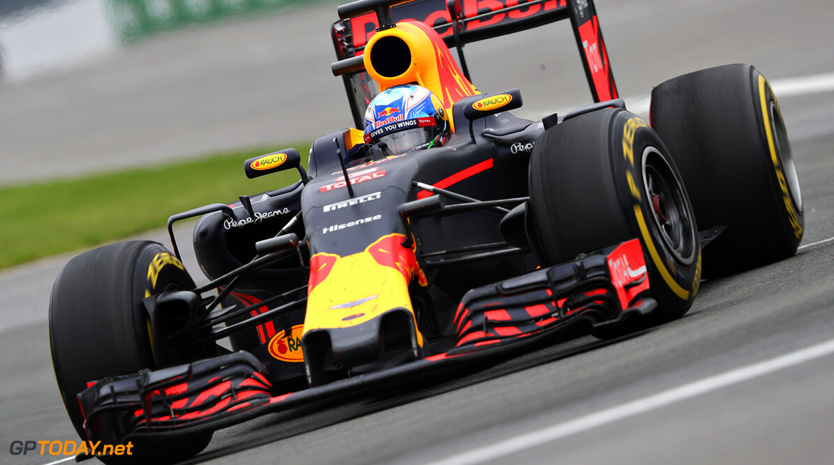 MONTREAL, QC - JUNE 12: Daniel Ricciardo of Australia driving the (3) Red Bull Racing Red Bull-TAG Heuer RB12 TAG Heuer on track during the Canadian Formula One Grand Prix at Circuit Gilles Villeneuve on June 12, 2016 in Montreal, Canada.  (Photo by Mark Thompson/Getty Images) // Getty Images / Red Bull Content Pool  // P-20160613-00056 // Usage for editorial use only // Please go to www.redbullcontentpool.com for further information. //  Canadian F1 Grand Prix Mark Thompson Montreal (City) Canada  P-20160613-00056