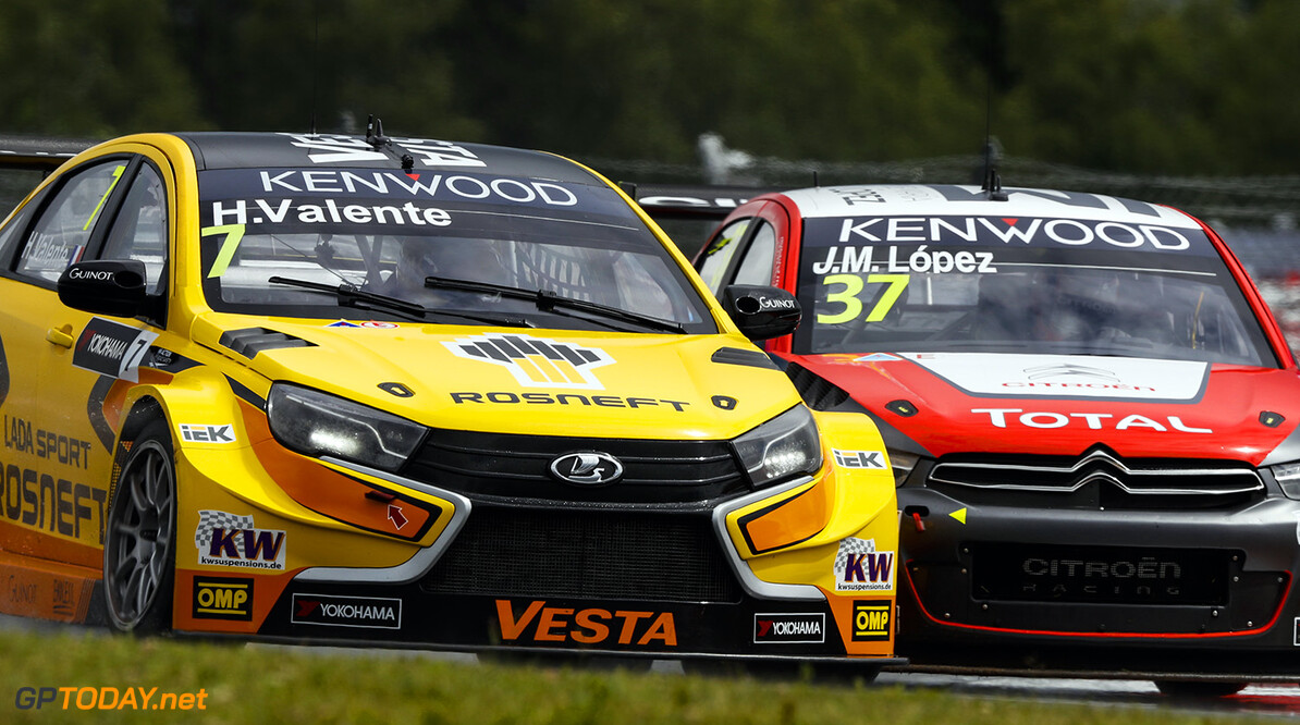 07 VALENTE Hugo (fra) Lada Vesta team Lada Sport Rosneft 37 LOPEZ Jose Maria (arg) Citroen C Elysee team Citroen TOTAL WTCC action during the 2016 FIA WTCC World Touring Car Race of Moscow at Moscow Raceway, Russia from June 10 to 12 2016 - Photo Florent Gooden / DPPI AUTO - WTCC MOSCOW 2016 Florent Gooden Moscow Russie  AUTO CHAMPIONNAT DU MONDE CIRCUIT COURSE FIA Motorsport Russie TOURISME WTCC europe moscou