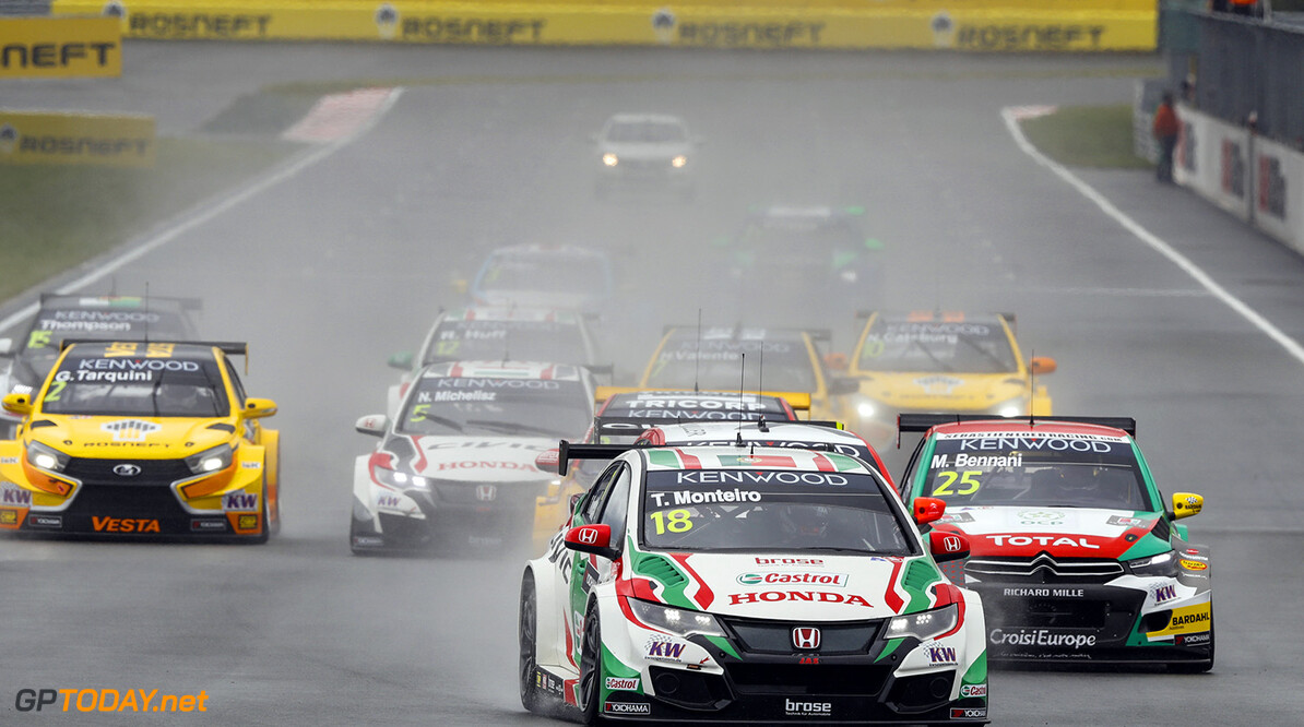Start of race 1. 18 MONTEIRO Tiago (por) Honda Civic team Castrol Honda WTCC 25 BENNANI Mehdi (mar) Citroen C Elysee team Sebastien Loeb racing actionduring the 2016 FIA WTCC World Touring Car Race of Moscow at Moscow Raceway, Russia from June 10 to 12 2016 - Photo Florent Gooden / DPPI AUTO - WTCC MOSCOW 2016 Florent Gooden Moscow Russie  AUTO CHAMPIONNAT DU MONDE CIRCUIT COURSE FIA Motorsport Russie TOURISME WTCC europe moscou
