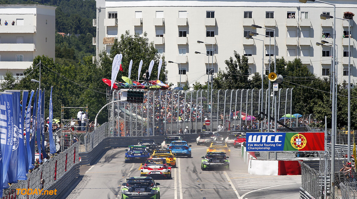 start race 1 during the 2016 FIA WTCC World Touring Car Championship race of Portugal, Vila Real from July 24 to 26 - Photo Alexandre Guillaumot / DPPI AUTO - WTCC PORTUGAL 2016 Alexandre Guillaumot Vila Real Portugal  Auto CHAMPIONNAT DU MONDE CIRCUIT COURSE FIA Motorsport TOURISME WTCC