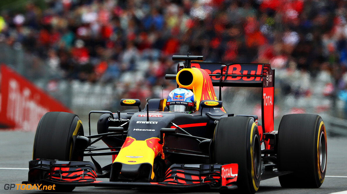 SPIELBERG, AUSTRIA - JULY 03: Daniel Ricciardo of Australia driving the (3) Red Bull Racing Red Bull-TAG Heuer RB12 TAG Heuer on track during the Formula One Grand Prix of Austria at Red Bull Ring on July 3, 2016 in Spielberg, Austria.  (Photo by Mark Thompson/Getty Images) // Getty Images / Red Bull Content Pool  // P-20160703-02918 // Usage for editorial use only // Please go to www.redbullcontentpool.com for further information. //  F1 Grand Prix of Austria Mark Thompson Spielberg Germany  P-20160703-02918