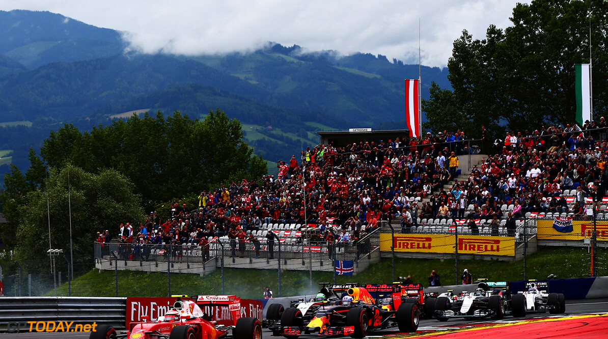 SPIELBERG, AUSTRIA - JULY 03: Kimi Raikkonen of Finland driving the (7) Scuderia Ferrari SF16-H Ferrari 059/5 turbo (Shell GP) leads Daniel Ricciardo of Australia driving the (3) Red Bull Racing Red Bull-TAG Heuer RB12 TAG Heuer and the rest of the field at the start during the Formula One Grand Prix of Austria at Red Bull Ring on July 3, 2016 in Spielberg, Austria.  (Photo by Getty Images/Getty Images) // Getty Images / Red Bull Content Pool  // P-20160703-02137 // Usage for editorial use only // Please go to www.redbullcontentpool.com for further information. //  F1 Grand Prix of Austria Getty Images Spielberg Germany  P-20160703-02137