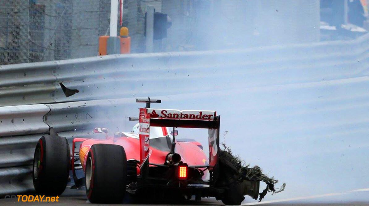 Klapband Vettel veroorzaakt door troep op de baan