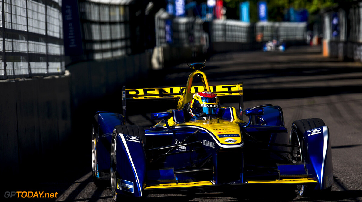 2015/2016 FIA Formula E Championship. London ePrix, Battersea Park, London, United Kingdom. Sunday 3 July 2016. Sebastien Buemi (SUI), Renault e.Dams Z.E.15  Photo: Zak Mauger/LAT/Formula E ref: Digital Image _79P1888  Zak Mauger    fe formula e action