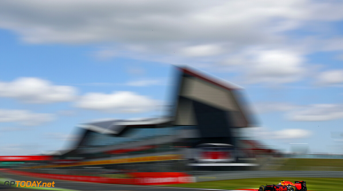 NORTHAMPTON, ENGLAND - JULY 08: Daniel Ricciardo of Australia driving the (3) Red Bull Racing Red Bull-TAG Heuer RB12 TAG Heuer on track during practice for the Formula One Grand Prix of Great Britain at Silverstone on July 8, 2016 in Northampton, England.  (Photo by Clive Mason/Getty Images) // Getty Images / Red Bull Content Pool  // P-20160708-01353 // Usage for editorial use only // Please go to www.redbullcontentpool.com for further information. //  F1 Grand Prix of Great Britain - Practice Clive Mason Silverstone United Kingdom  P-20160708-01353