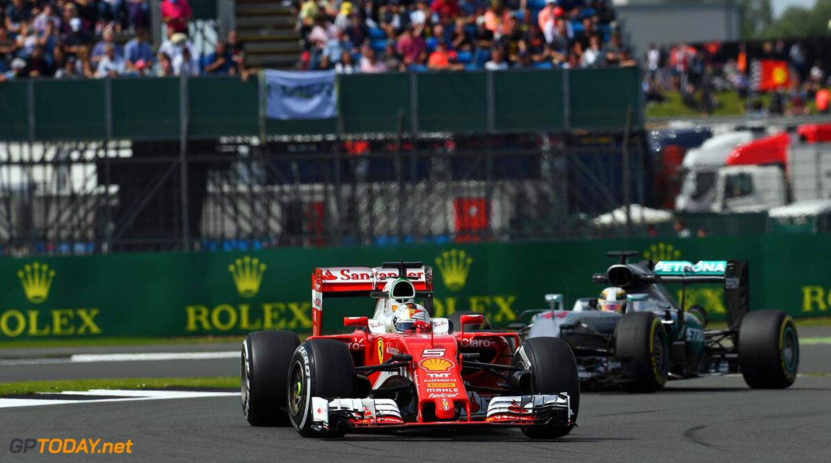 Raikkonen ziet lijdzaam toe hoe Ferrari terrein verliest