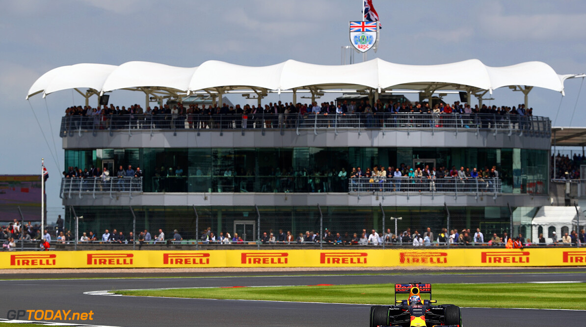NORTHAMPTON, ENGLAND - JULY 10: Daniel Ricciardo of Australia driving the (3) Red Bull Racing Red Bull-TAG Heuer RB12 TAG Heuer on track during the Formula One Grand Prix of Great Britain at Silverstone on July 10, 2016 in Northampton, England.  (Photo by Clive Mason/Getty Images) // Getty Images / Red Bull Content Pool  // P-20160710-01322 // Usage for editorial use only // Please go to www.redbullcontentpool.com for further information. //  F1 Grand Prix of Great Britain Clive Mason Silverstone United Kingdom  P-20160710-01322