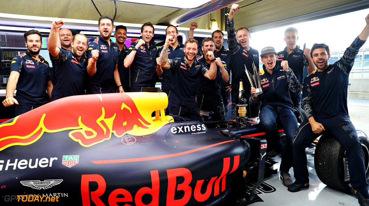 NORTHAMPTON, ENGLAND - JULY 10:  Max Verstappen of Netherlands and Red Bull Racing celebrates his third position finish with his team during the Formula One Grand Prix of Great Britain at Silverstone on July 10, 2016 in Northampton, England.  (Photo by Mark Thompson/Getty Images) // Getty Images / Red Bull Content Pool  // P-20160710-01243 // Usage for editorial use only // Please go to www.redbullcontentpool.com for further information. //  F1 Grand Prix of Great Britain Mark Thompson Silverstone United Kingdom  P-20160710-01243