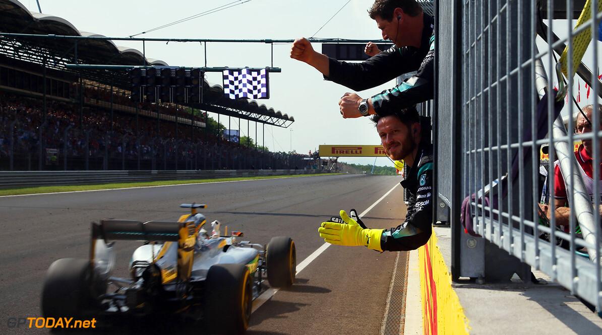 Constructeurstitel voor het grijpen voor Mercedes