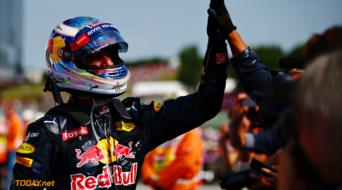 BUDAPEST, HUNGARY - JULY 24: Daniel Ricciardo of Australia and Red Bull Racing celebrates third position with his team during the Formula One Grand Prix of Hungary at Hungaroring on July 24, 2016 in Budapest, Hungary.  (Photo by Dan Istitene/Getty Images) // Getty Images / Red Bull Content Pool  // P-20160724-00676 // Usage for editorial use only // Please go to www.redbullcontentpool.com for further information. //  F1 Grand Prix of Hungary Dan Istitene Budapest Hungary  P-20160724-00676