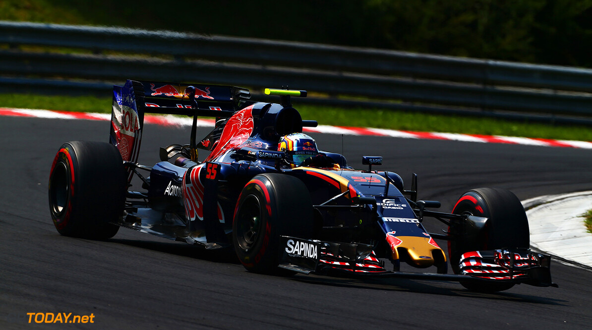 BUDAPEST, HUNGARY - JULY 24: Carlos Sainz of Spain driving the (55) Scuderia Toro Rosso STR11 Ferrari 060/5 turbo on track during the Formula One Grand Prix of Hungary at Hungaroring on July 24, 2016 in Budapest, Hungary.  (Photo by Charles Coates/Getty Images) // Getty Images / Red Bull Content Pool  // P-20160724-00457 // Usage for editorial use only // Please go to www.redbullcontentpool.com for further information. //  F1 Grand Prix of Hungary Charles Coates Budapest Hungary  P-20160724-00457