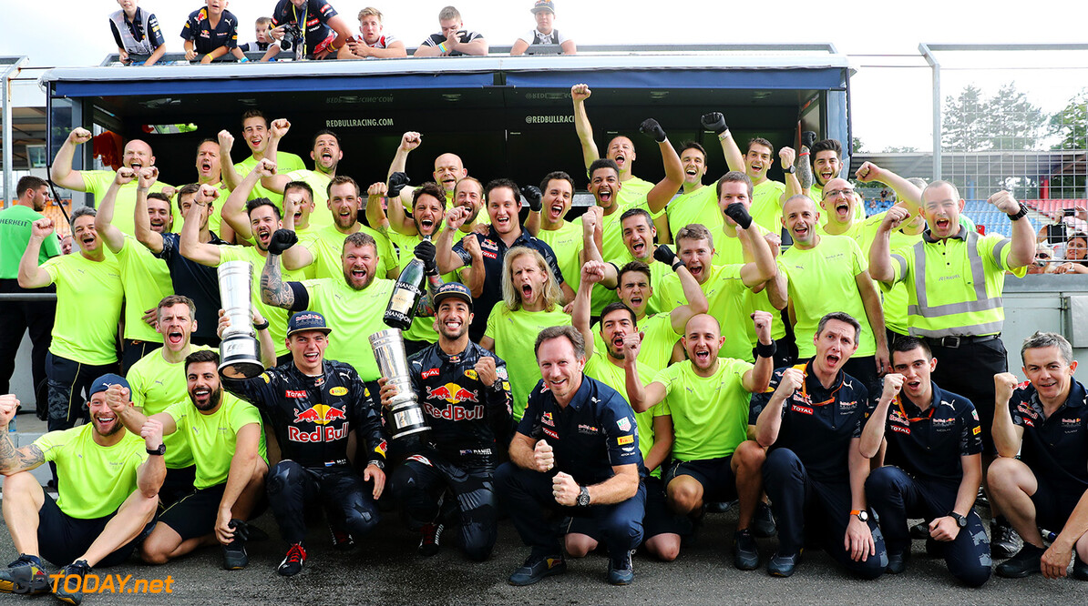 HOCKENHEIM, GERMANY - JULY 31: Daniel Ricciardo of Australia and Red Bull Racing, Max Verstappen of Netherlands and Red Bull Racing and the Red Bull Racing team celebrate after the Formula One Grand Prix of Germany at Hockenheimring on July 31, 2016 in Hockenheim, Germany.  (Photo by Mark Thompson/Getty Images) // Getty Images / Red Bull Content Pool  // P-20160731-00975 // Usage for editorial use only // Please go to www.redbullcontentpool.com for further information. //  F1 Grand Prix of Germany Mark Thompson Hockenheim Germany  P-20160731-00975