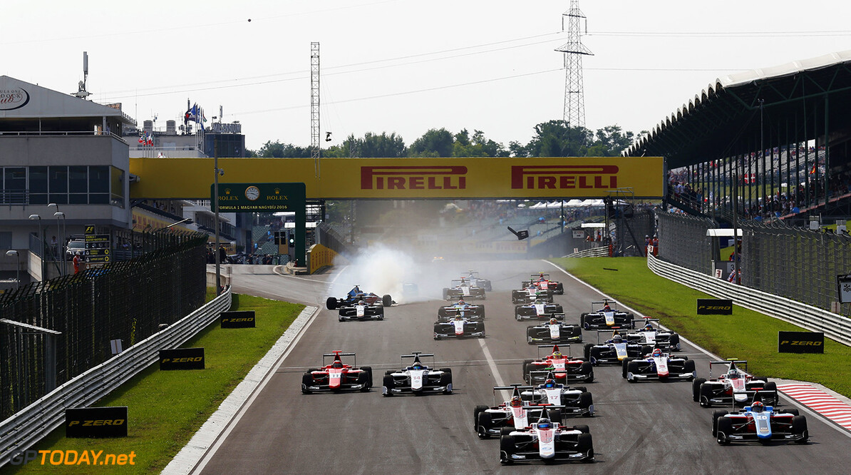 Alexander Albon (THA, ART Grand Prix) leads the field into turn one as Akash Nandy (MAS, Jenzer Motorsport) spins.