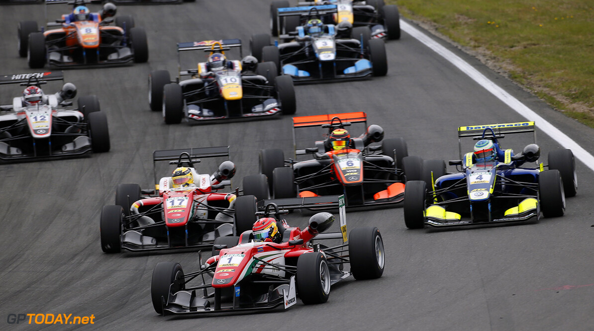 FIA Formula 3 European Championship, round 6, race 1, Zandvoort  Start of the race, 1 Lance Stroll (CAN, Prema Powerteam, Dallara F312 - Mercedes-Benz), 17 Maximilian G?nther (DEU, Prema Powerteam, Dallara F312 - Mercedes-Benz), 4 Alessio Lorandi (ITA, Carlin, Dallara F312 - Volkswagen), 6 Callum Ilott (GBR, Van Amersfoort Racing, Dallara F312 - Mercedes-Benz), FIA Formula 3 European Championship, round 6, race 1, Zandvoort (NED), 15. - 17. July 2016 FIA Formula 3 European Championship 2016, round 6, race 1, Zandvoort (NED) Thomas Suer Zandvoort Netherlands