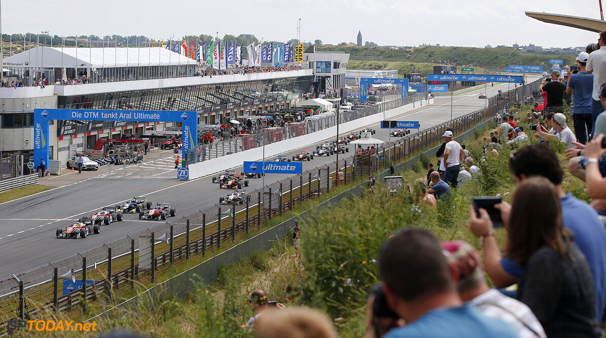 FIA Formula 3 European Championship, round 6, race 3, Zandvoort  Start of the race, 17 Maximilian G?nther (DEU, Prema Powerteam, Dallara F312 - Mercedes-Benz) taking the lead from 2 Nick Cassidy (NZL, Prema Powerteam, Dallara F312 - Mercedes-Benz), 8 David Beckmann (DEU, kfzteile24 M?cke Motorsport, Dallara F312 - Mercedes-Benz), 4 Alessio Lorandi (ITA, Carlin, Dallara F312 - Volkswagen), FIA Formula 3 European Championship, round 6, race 3, Zandvoort (NED), 15. - 17. July 2016 FIA Formula 3 European Championship 2016, round 6, race 3, Zandvoort (NED) Thomas Suer Zandvoort Netherlands