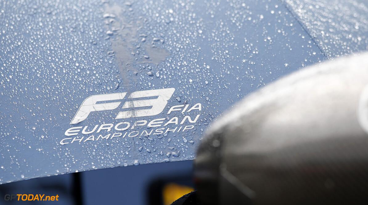 FIA Formula 3 European Championship, round 7, race 1, Spa-Franco Wet umbrella with FIA Formula 3 European Championship logo, FIA Formula 3 European Championship, round 7, race 1, Spa-Francorchamps (BEL), 28. - 30. July 2016 FIA Formula 3 European Championship 2016, round 7, race 1, Spa-Francorchamps (BEL) Thomas Suer Spa-Francorchamps Belgium
