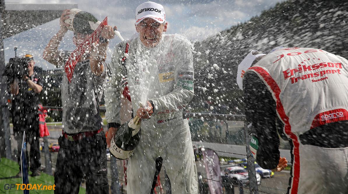 FIA Formula 3 European Championship, round 7, race 2, Spa-Franco Prize giving ceremony, 12 George Russell (GBR, HitechGP, Dallara F312 - Mercedes-Benz), 23 Guanyu Zhou (CHN, Motopark, Dallara F312 - Volkswagen), FIA Formula 3 European Championship, round 7, race 2, Spa-Francorchamps (BEL), 28. - 30. July 2016 FIA Formula 3 European Championship 2016, round 7, race 2, Spa-Francorchamps (BEL) Thomas Suer Spa-Francorchamps Belgium