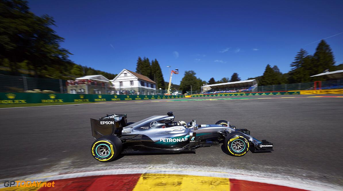"""Hamilton: """"Ik moet de rest van het seizoen braaf rijden"""""""