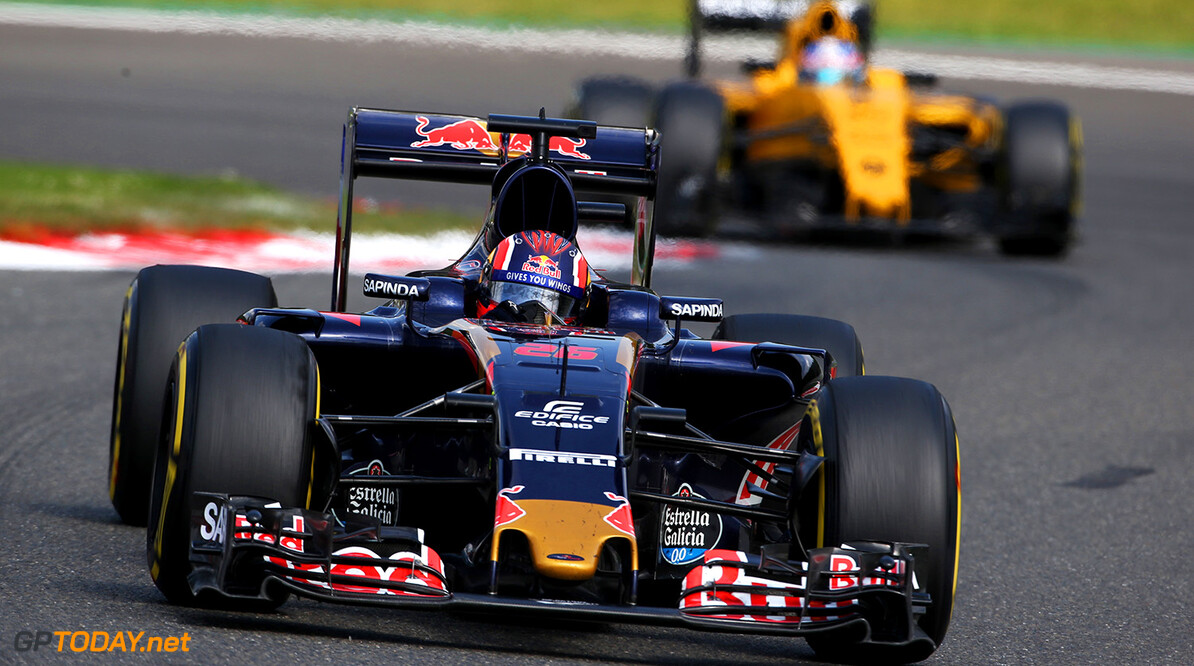 SPA, BELGIUM - AUGUST 28: Daniil Kvyat of Russia driving the (26) Scuderia Toro Rosso STR11 Ferrari 060/5 turbo leads Jolyon Palmer of Great Britain driving the (30) Renault Sport Formula One Team Renault RS16 Renault RE16 turbo during the Formula One Grand Prix of Belgium at Circuit de Spa-Francorchamps on August 28, 2016 in Spa, Belgium  (Photo by Charles Coates/Getty Images) // Getty Images / Red Bull Content Pool  // P-20160828-01708 // Usage for editorial use only // Please go to www.redbullcontentpool.com for further information. //  F1 Grand Prix of Belgium Charles Coates Spa Belgium  P-20160828-01708