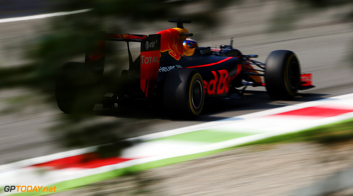 MONZA, ITALY - SEPTEMBER 02: Daniel Ricciardo of Australia driving the (3) Red Bull Racing Red Bull-TAG Heuer RB12 TAG Heuer on track during practice for the Formula One Grand Prix of Italy at Autodromo di Monza on September 2, 2016 in Monza, Italy.  (Photo by Charles Coates/Getty Images) // Getty Images / Red Bull Content Pool  // P-20160902-13029 // Usage for editorial use only // Please go to www.redbullcontentpool.com for further information. //  F1 Grand Prix of Italy - Practice Charles Coates Monza Italy  P-20160902-13029