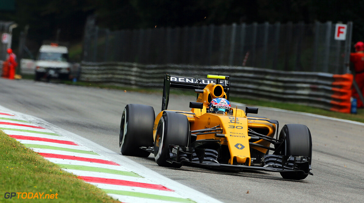 Formula One World Championship Jolyon Palmer (GBR) Renault Sport F1 Team RS16. Italian Grand Prix, Sunday 4th September 2016. Monza Italy. Motor Racing - Formula One World Championship - Italian Grand Prix - Race Day - Monza, Italy Renault Sport Formula One Team Monza Italy  Formula One Formula 1 F1 GP Grand Prix Circuit Italy Italian Monza Autodromo di Monza JM620 Action Track GP1614d