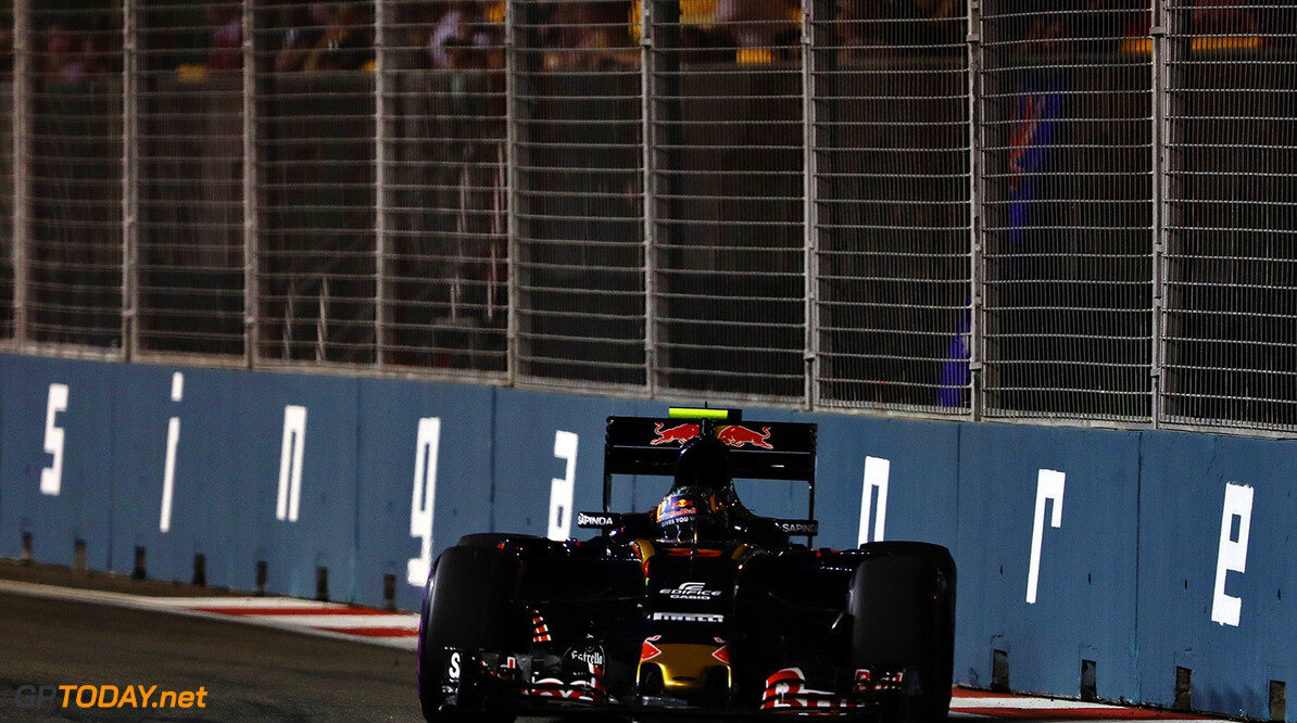 SINGAPORE - SEPTEMBER 16: Carlos Sainz of Spain driving the (55) Scuderia Toro Rosso STR11 Ferrari 060/5 turbo on track during practice for the Formula One Grand Prix of Singapore at Marina Bay Street Circuit on September 16, 2016 in Singapore.  (Photo by Mark Thompson/Getty Images) // Getty Images / Red Bull Content Pool  // P-20160916-00474 // Usage for editorial use only // Please go to www.redbullcontentpool.com for further information. //  F1 Grand Prix of Singapore - Practice Mark Thompson Singapore Singapore  P-20160916-00474