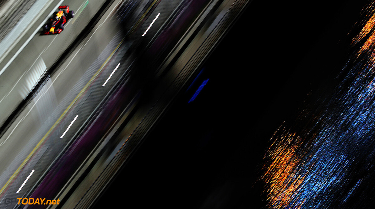 SINGAPORE - SEPTEMBER 16: Daniel Ricciardo of Australia driving the (3) Red Bull Racing Red Bull-TAG Heuer RB12 TAG Heuer on track during practice for the Formula One Grand Prix of Singapore at Marina Bay Street Circuit on September 16, 2016 in Singapore.  (Photo by Mark Thompson/Getty Images) // Getty Images / Red Bull Content Pool  // P-20160916-01096 // Usage for editorial use only // Please go to www.redbullcontentpool.com for further information. //  F1 Grand Prix of Singapore - Practice Mark Thompson Singapore Singapore  P-20160916-01096