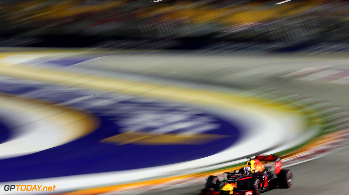 SINGAPORE - SEPTEMBER 16: Daniel Ricciardo of Australia driving the (3) Red Bull Racing Red Bull-TAG Heuer RB12 TAG Heuer on track during practice for the Formula One Grand Prix of Singapore at Marina Bay Street Circuit on September 16, 2016 in Singapore.  (Photo by Lars Baron/Getty Images) // Getty Images / Red Bull Content Pool  // P-20160916-00917 // Usage for editorial use only // Please go to www.redbullcontentpool.com for further information. //  F1 Grand Prix of Singapore - Practice Lars Baron Singapore Singapore  P-20160916-00917