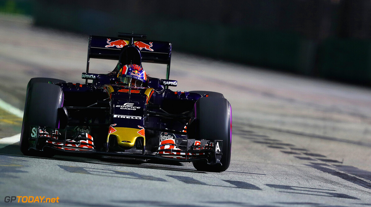 SINGAPORE - SEPTEMBER 16: Daniil Kvyat of Russia driving the (26) Scuderia Toro Rosso STR11 Ferrari 060/5 turbo on track during practice for the Formula One Grand Prix of Singapore at Marina Bay Street Circuit on September 16, 2016 in Singapore.  (Photo by Clive Mason/Getty Images) // Getty Images / Red Bull Content Pool  // P-20160916-01019 // Usage for editorial use only // Please go to www.redbullcontentpool.com for further information. //  F1 Grand Prix of Singapore - Practice Clive Mason Singapore Singapore  P-20160916-01019