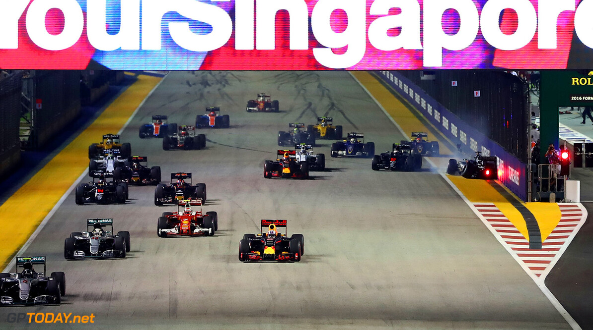 SINGAPORE - SEPTEMBER 18:  Nico Rosberg of Germany driving the (6) Mercedes AMG Petronas F1 Team Mercedes F1 WO7 Mercedes PU106C Hybrid turbo leads Daniel Ricciardo of Australia driving the (3) Red Bull Racing Red Bull-TAG Heuer RB12 TAG Heuer Lewis Hamilton of Great Britain driving the (44) Mercedes AMG Petronas F1 Team Mercedes F1 WO7 Mercedes PU106C Hybrid turbo and the rest of the field as Nico Hulkenberg of Germany driving the (27) Sahara Force India F1 Team VJM09 Mercedes PU106C Hybrid turbo crashes into the pit wall at the start during the Formula One Grand Prix of Singapore at Marina Bay Street Circuit on September 18, 2016 in Singapore.  (Photo by Lars Baron/Getty Images) // Getty Images / Red Bull Content Pool  // P-20160918-01048 // Usage for editorial use only // Please go to www.redbullcontentpool.com for further information. //  F1 Grand Prix of Singapore Lars Baron Singapore Singapore  P-20160918-01048