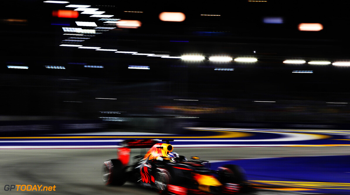 SINGAPORE - SEPTEMBER 18:  Daniel Ricciardo of Australia driving the (3) Red Bull Racing Red Bull-TAG Heuer RB12 TAG Heuer on track during the Formula One Grand Prix of Singapore at Marina Bay Street Circuit on September 18, 2016 in Singapore.  (Photo by Mark Thompson/Getty Images) // Getty Images / Red Bull Content Pool  // P-20160918-01423 // Usage for editorial use only // Please go to www.redbullcontentpool.com for further information. //  F1 Grand Prix of Singapore Mark Thompson Singapore Singapore  P-20160918-01423