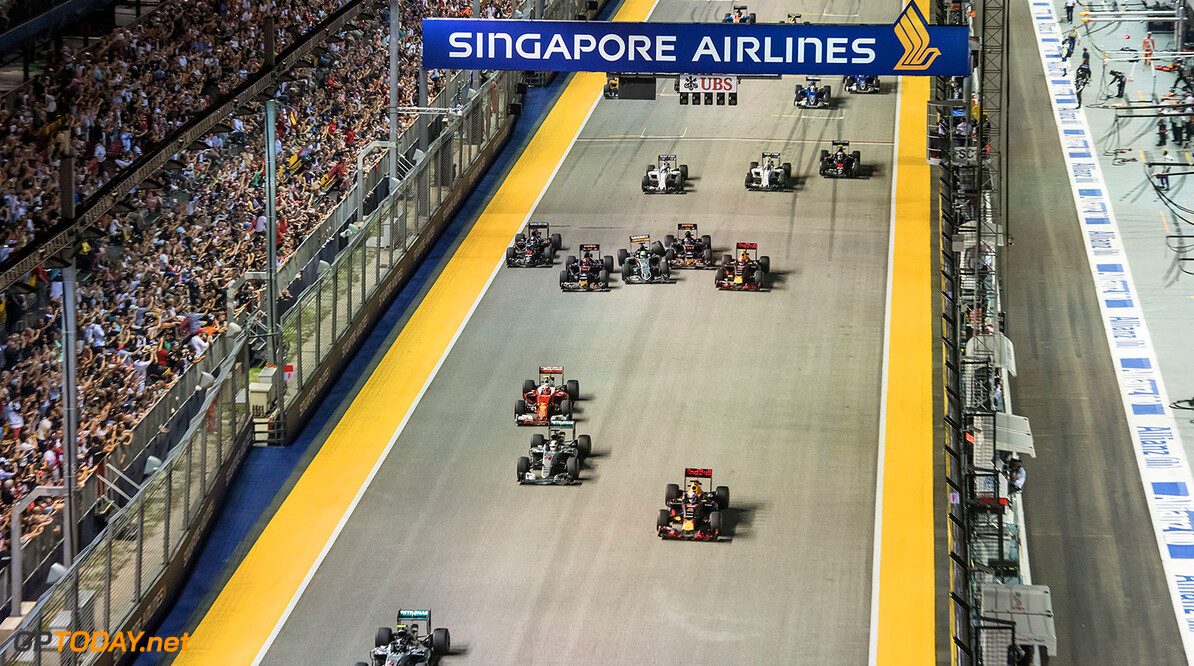 SINGAPORE - SEPTEMBER 18:  In this handout photo provided by Singapore GP, Nico Rosberg of Germany driving the (6) Mercedes AMG Petronas F1 Team Mercedes F1 WO7 Mercedes PU106C Hybrid turbo leads Daniel Ricciardo of Australia driving the (3) Red Bull Racing Red Bull-TAG Heuer RB12 TAG Heuer Lewis Hamilton of Great Britain driving the (44) Mercedes AMG Petronas F1 Team Mercedes F1 WO7 Mercedes PU106C Hybrid turbo and the rest of the field during the Formula One Grand Prix of Singapore at Marina Bay Street Circuit on September 18, 2016 in Singapore.  (Photo by Edwin Koo/Singapore GP via Getty Images) // Getty Images / Red Bull Content Pool  // P-20160918-00598 // Usage for editorial use only // Please go to www.redbullcontentpool.com for further information. //  F1 Grand Prix of Singapore Edwin Koo Singapore Singapore  P-20160918-00598