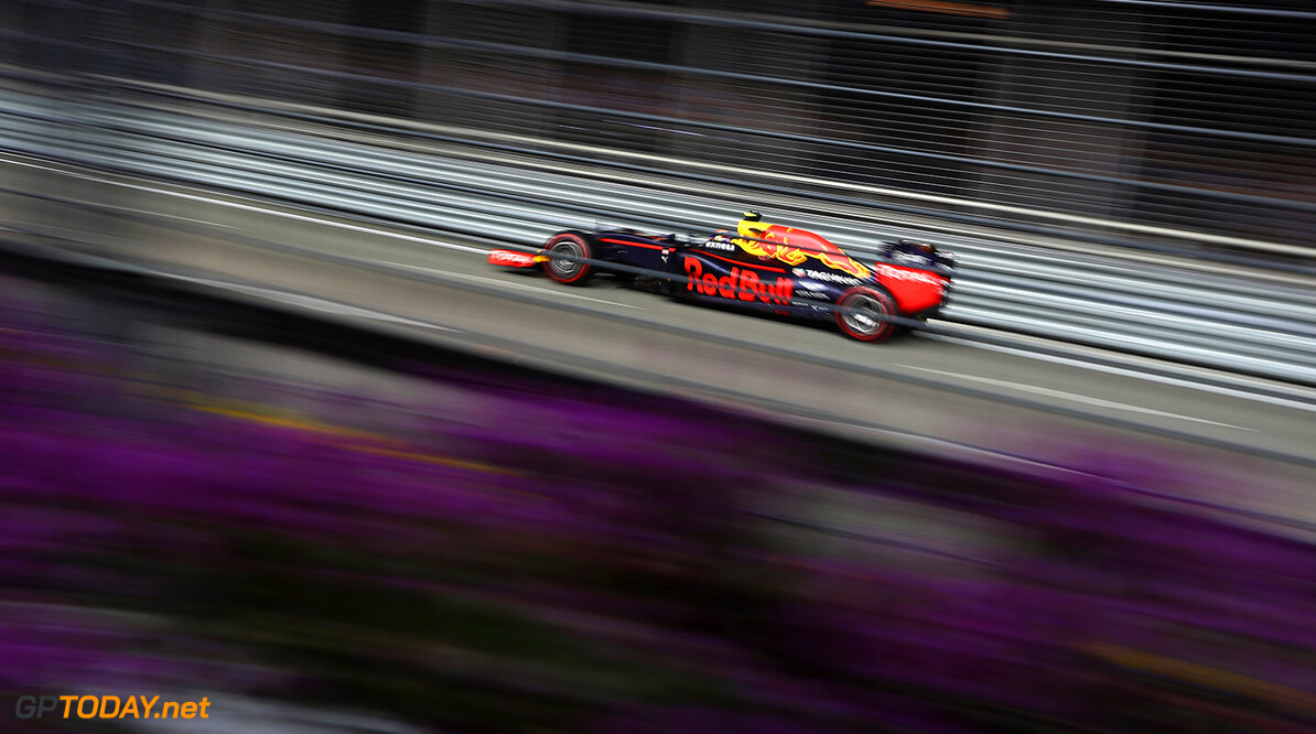 SINGAPORE - SEPTEMBER 18: Max Verstappen of the Netherlands driving the (33) Red Bull Racing Red Bull-TAG Heuer RB12 TAG Heuer on track during the Formula One Grand Prix of Singapore at Marina Bay Street Circuit on September 18, 2016 in Singapore.  (Photo by Clive Mason/Getty Images) // Getty Images / Red Bull Content Pool  // P-20160918-01135 // Usage for editorial use only // Please go to www.redbullcontentpool.com for further information. //  F1 Grand Prix of Singapore Clive Mason Singapore Singapore  P-20160918-01135