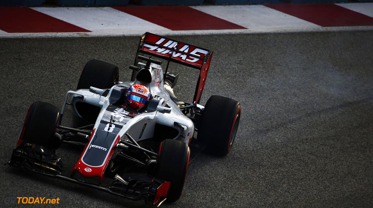 VT1: Remmen laten Grosjean weer in de steek