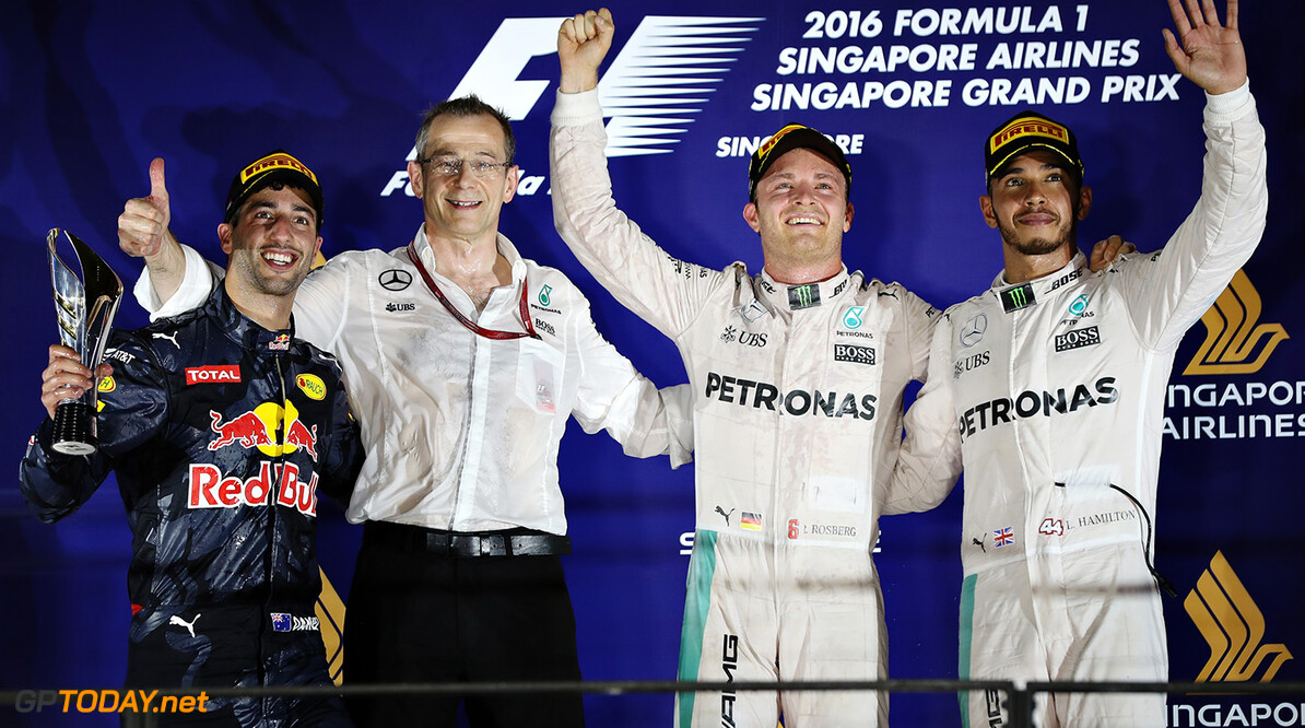 SINGAPORE - SEPTEMBER 18: Nico Rosberg of Germany and Mercedes GP, Daniel Ricciardo of Australia and Red Bull Racing and Lewis Hamilton of Great Britain and Mercedes GP on the podium during the Formula One Grand Prix of Singapore at Marina Bay Street Circuit on September 18, 2016 in Singapore.  (Photo by Mark Thompson/Getty Images) // Getty Images / Red Bull Content Pool  // P-20160918-00686 // Usage for editorial use only // Please go to www.redbullcontentpool.com for further information. //  F1 Grand Prix of Singapore Mark Thompson Singapore Singapore  P-20160918-00686