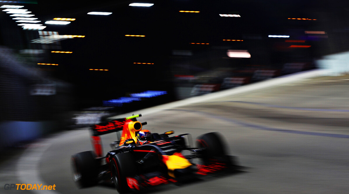 SINGAPORE - SEPTEMBER 18:  Max Verstappen of the Netherlands driving the (33) Red Bull Racing Red Bull-TAG Heuer RB12 TAG Heuer on track during the Formula One Grand Prix of Singapore at Marina Bay Street Circuit on September 18, 2016 in Singapore.  (Photo by Mark Thompson/Getty Images) // Getty Images / Red Bull Content Pool  // P-20160918-01310 // Usage for editorial use only // Please go to www.redbullcontentpool.com for further information. //  F1 Grand Prix of Singapore Mark Thompson Singapore Singapore  P-20160918-01310
