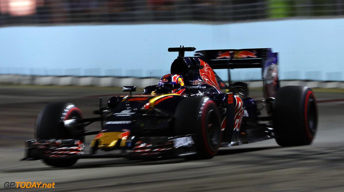 SINGAPORE - SEPTEMBER 18: Daniil Kvyat of Russia driving the (26) Scuderia Toro Rosso STR11 Ferrari 060/5 turbo on track during the Formula One Grand Prix of Singapore at Marina Bay Street Circuit on September 18, 2016 in Singapore.  (Photo by Mark Thompson/Getty Images) // Getty Images / Red Bull Content Pool  // P-20160918-00967 // Usage for editorial use only // Please go to www.redbullcontentpool.com for further information. //  F1 Grand Prix of Singapore Mark Thompson Singapore Singapore  P-20160918-00967