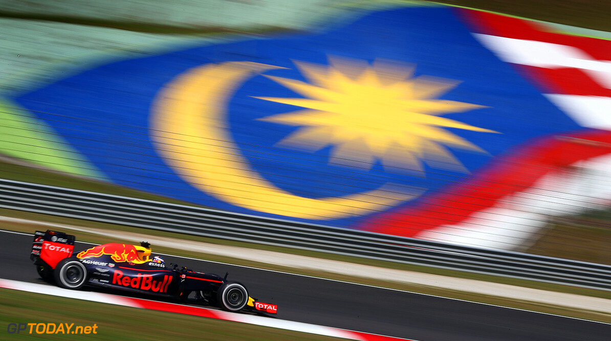 KUALA LUMPUR, MALAYSIA - SEPTEMBER 30:  Daniel Ricciardo of Australia driving the (3) Red Bull Racing Red Bull-TAG Heuer RB12 TAG Heuer on track during practice for the Malaysia Formula One Grand Prix at Sepang Circuit on September 30, 2016 in Kuala Lumpur, Malaysia.  (Photo by Clive Mason/Getty Images) // Getty Images / Red Bull Content Pool  // P-20160930-00267 // Usage for editorial use only // Please go to www.redbullcontentpool.com for further information. //  F1 Grand Prix of Malaysia - Practice Clive Mason Kuala Lumpur Malaysia  P-20160930-00267